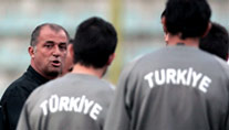 Beim Training in seinem Element: Fatih Terim (Foto: AFP)