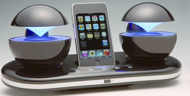 ipod dock icrystal sieht aus wie eine raumstation. Black Bedroom Furniture Sets. Home Design Ideas