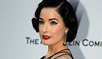 . Dita von Teese im Retro-Hair-Look (Foto: Reuters)