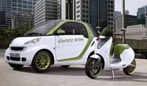Motorroller Smart e-scooter - der Elektroroller von Daimler. Smart Fortwo electric drive und Smart e-scooter (Foto: Smart)