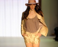 Modetrends 2012: Micro-Shorts (Quelle: dpa)