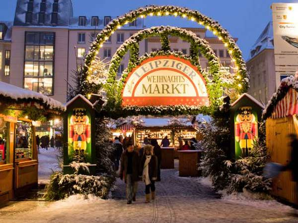 weihnachtsmarkt auf dem m nchner marienplatz 9. Black Bedroom Furniture Sets. Home Design Ideas