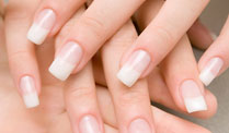Künstliche Fingernägel begünstigen Nagelpilz und Allergien . Künstliche Fingernägel begünstigen Nagelpilz   (Quelle: Thinkstock by Getty-Images)