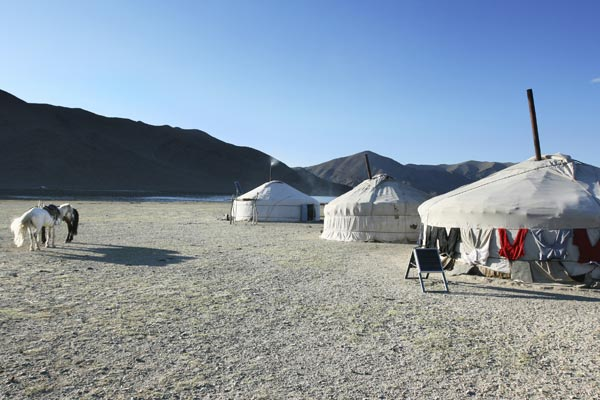 Camping wie mongolische Nomaden in Jurten bei Montreux. (Quelle: Thinkstock by Getty-Images)
