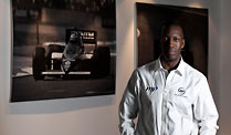 Williams F1: Formel-1-Team verpflichtet Michael Johnson. Michael Johnson trainiert die Boxen-Crew bei Williams. (Quelle: dpa)