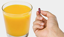 Medikamente: Was Sie bei der Einnahme beachten müssen. Darf man Tabletten mit Orangensaft einnehmen? (Quelle: Thinkstock by Getty-Images)