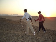 Nordic Walking in Ägypten. (Quelle: Sinn & Werte)