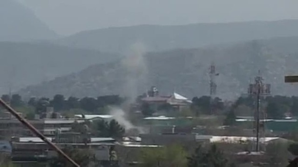 Taliban greifen in Kabul Diplomatenviertel an (Screenshot: AP)