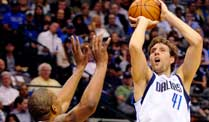 NBA: Nowitzkis Mavericks bezwingen Golden State Warriors. Dirk Nowitzki war drittbester Werfer. (Quelle: dpa)