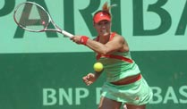 Angelique Kerber returniert einen Ball bei den French Open 2012. (Quelle: imago)