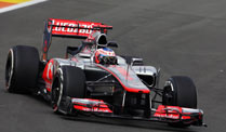 Formel 1: Button im Training vorn, Probleme bei Red Bull Racing. Jenson Button zeigt gute Trainingsleistungen in Valencia. (Quelle: xpb)