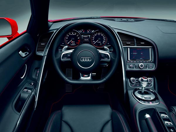 audi r8 das cockpit in monoposto optik das lenkrad tr gt. Black Bedroom Furniture Sets. Home Design Ideas