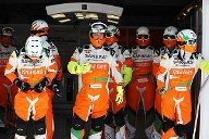 Die Mechaniker-Crew von Sahara Force India. (Quelle: xpb)