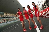Kurze Röcke, hohe Schuhe: It's Grid Girl time in Greater Noida! (Quelle: xpb)