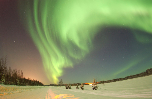 """Northern Lights"" über dem Bear Lake in Alaska. (Quelle: SRT /Senior Airman Joshua  Strang  )"