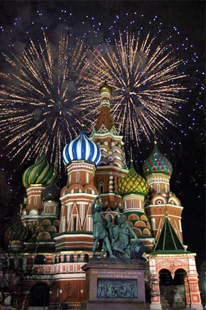 weihnachten in russland silvester feuerwerk ber der basilius kathedrale in moskau 2. Black Bedroom Furniture Sets. Home Design Ideas