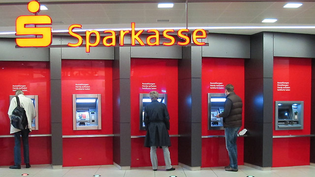 sparkasse streik verursacht probleme am bankautomat. Black Bedroom Furniture Sets. Home Design Ideas