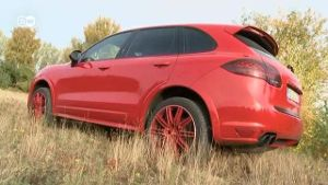 Cayenne GTS im Test (Screenshot: Deutsche Welle)