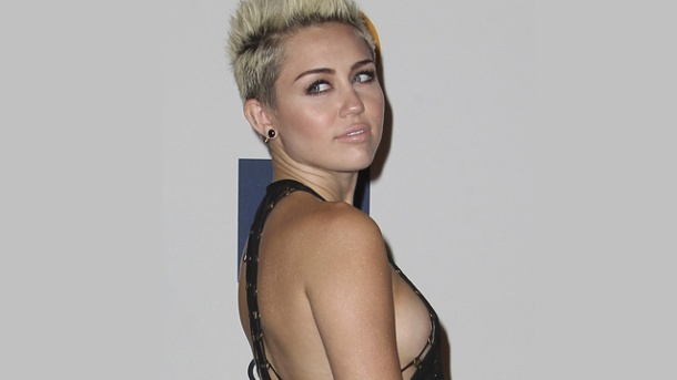 Miley side boob grammy does