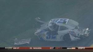 Horrorcrash bei Nascar-Rennen (Screenshot: ZoomIn)