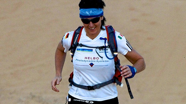 Claudia Gerling im Interview: Trailrunning auf Spitzenniveau. Claudia Gerling in der Sahara. (Quelle: Pierluigi Benini)