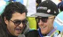 Olympiasieger Tomba gegen alpines Team-Event. Alberto Tomba (l) interviewt in Schladming Riesenslalom-Sieger Ted Ligety.