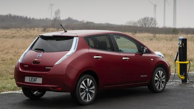 nissan leaf wird g nstiger nissan reduziert preis um ber 4000 euro. Black Bedroom Furniture Sets. Home Design Ideas