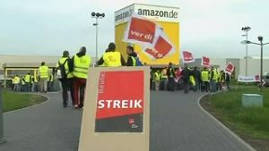 Amazon-Mitarbeiter streiken (Screenshot: Reuters)