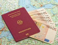 Bei internationalen Flügen ist ein Reisepass erforderlich (Quelle: Thinkstock by Getty-Images)