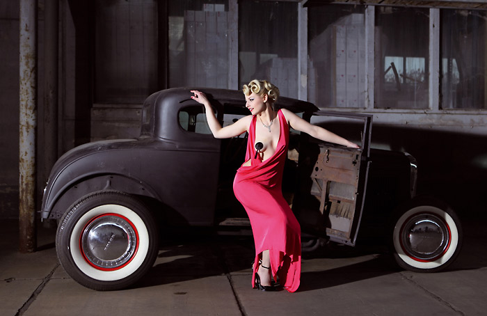 Girls & legendary US-Cars (Quelle: Hersteller)