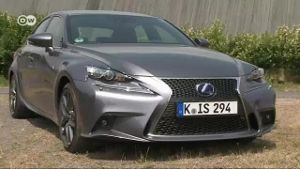 Lexus IS 300h F-Sport im Test (Screenshot: Deutsche Welle)