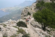 Wandern auf Mallorca: Wanderweg in der Tramuntana-Küste. (Quelle: Thinkstock by Getty-Images)