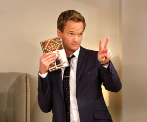 "Flirt-Tipps: ""Die Bro-Strategie"". Barney Stinson aus ""How I Met Your Mother"" weiß wie man flirtet. (Quelle: dpa)"