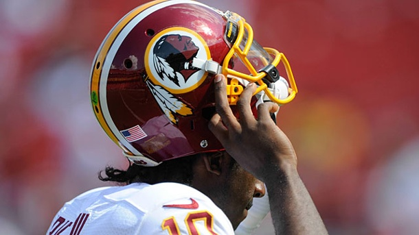 Barack Obama mischt sich in Namensstreit um Washington Redskins ein. Prägnantes Logo: Quarterback Robert Griffin III von den Washington Redskins. (Quelle: imago/Zuma Press)