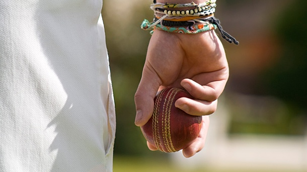 Cricket-Spieler stirbt nach Kopftreffer.  (Quelle: Thinkstock by Getty-Images)