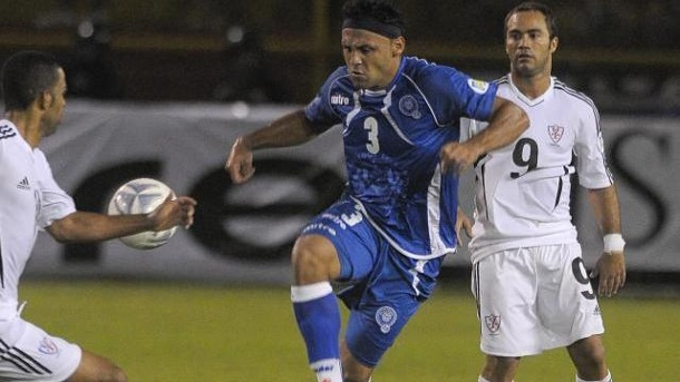 Lebenslange Sperre gegen Nationalspieler El Salvadors. El Salvadors Nationalspieler Alexander Escobar (M) 2011 in Aktion.