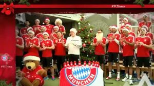 Die Bayern-Stars im Tonstudio. (Screenshot: bitprojects)