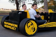Fast 44.000 Euro stecken in dem Lego-Hot-Rod, die Raul mit der Unterstützung des australischen Marketing- und Technik-Experten Steve Sammartino sammelte.  (Quelle: Super Awesome Micro Project)