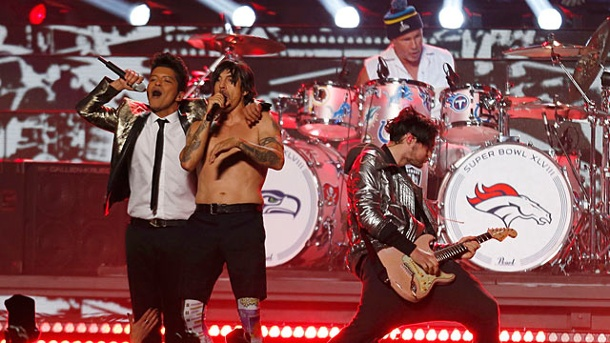 Red Hot Chili Peppers geben Playback beim Super Bowl zu. Beim Super-Bowl-Auftritt der Red Hot Chili Peppers kam die Musik vom Band. (Quelle: Reuters)