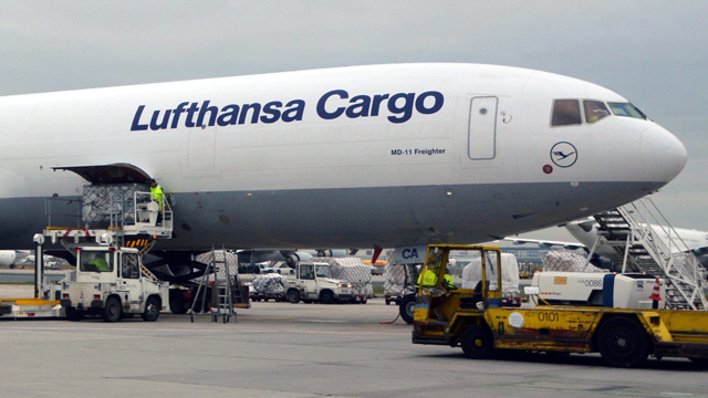 razzia bei lufthansa cargo in frankfurt am main. Black Bedroom Furniture Sets. Home Design Ideas