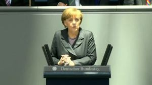 Angela Merkel ist in tiefer Sorge um die Ukraine (Screenshot: Reuters)