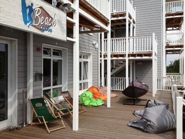sitzsack und bunte h ngematten im beach motel in st peter ording geht es entspannt zu das. Black Bedroom Furniture Sets. Home Design Ideas
