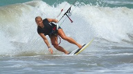 Beliebte Funsportarten: Kitesurfen (Quelle: Thinkstock by Getty-Images)