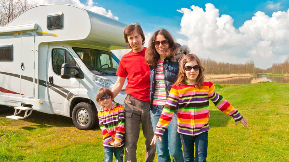 Camping mit dem Wohnmobil (Quelle: Thinkstock by Getty-Images)