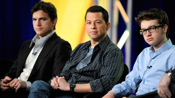 """Two and a Half Men"" wird nach Staffel zwölf eingestellt . ""Two and a Half Men""-Stars Ashton Kutcher, der Charly Sheen 2011 ersetzte, sowie Jon Cryer und Angus T. Jones (v.li.n.re.) (Quelle: Reuters)"
