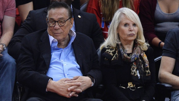 Donald Sterling will NBA auf eine Milliarde Dollar verklagen. Donald Sterling und seine Ex-Frau Shelly im Staples Center, der Halle der Los Angeles Clippers. (Quelle: imago/UPI Photo)