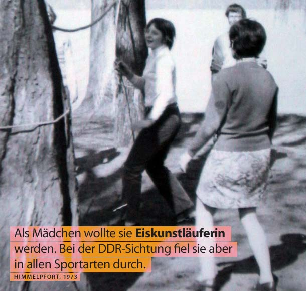 Merkel beim Volleyball, Himmelpfort in Brandenburg, 1973 (Foto: dpa / picture alliance / Bernd Gurlt)