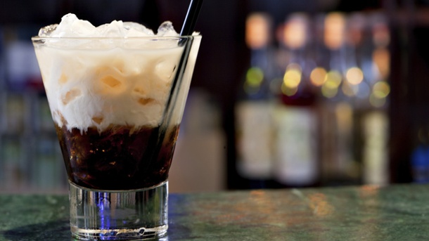 White Russian-Rezept: Verruchter Kaffee-Cocktail. Jeder bereitet den White Russian ein bisschen  anders zu (Quelle: Thinkstock by Getty-Images)