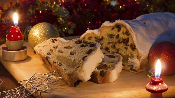 Kuchen - Christstollen selber backen. Christstollen ist ein traditionelles Gebäck zur Adventszeit. (Quelle: Thinkstock by Getty-Images)