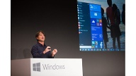 Microsoft-Manager Joe Belfiore: Der Chef der Windows-Gruppe im Konzern kündigte in San Francisco den Nachfolger von Windows 8 an und überraschte damit, dass dieser die Nummer 10 bekommt.  (Quelle: dpa)